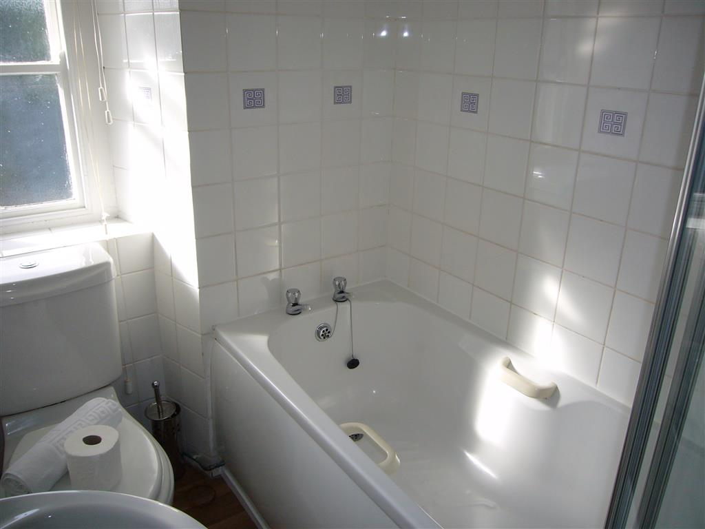 04) Porthia Cottage -  Bathroom