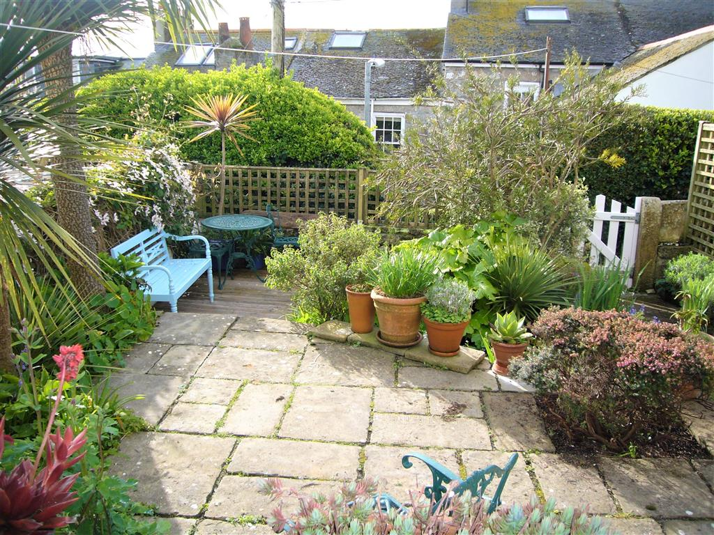 09) 9 Bowling Green Terrace -  Garden view from sitting room