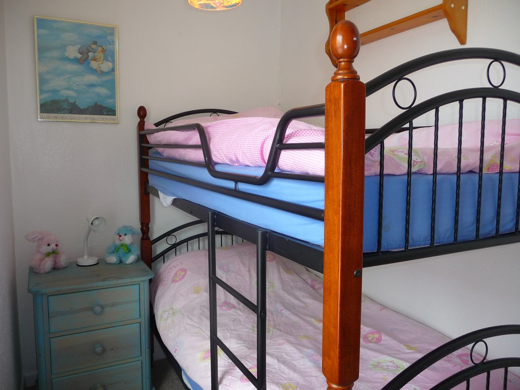 09) 9 Bowling Green Terrace -  Bedroom 2