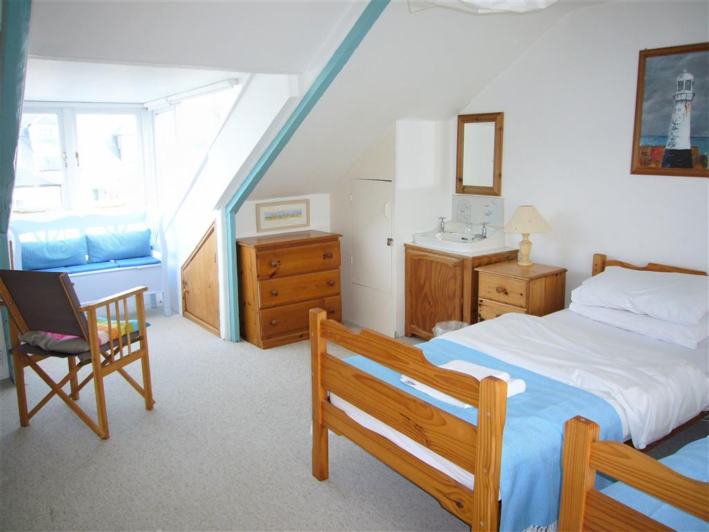 09) 9 Bowling Green Terrace -  Bedroom 3