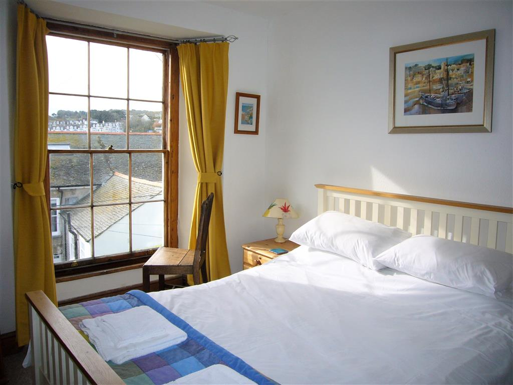 09) 9 Bowling Green Terrace -  Bedroom 1