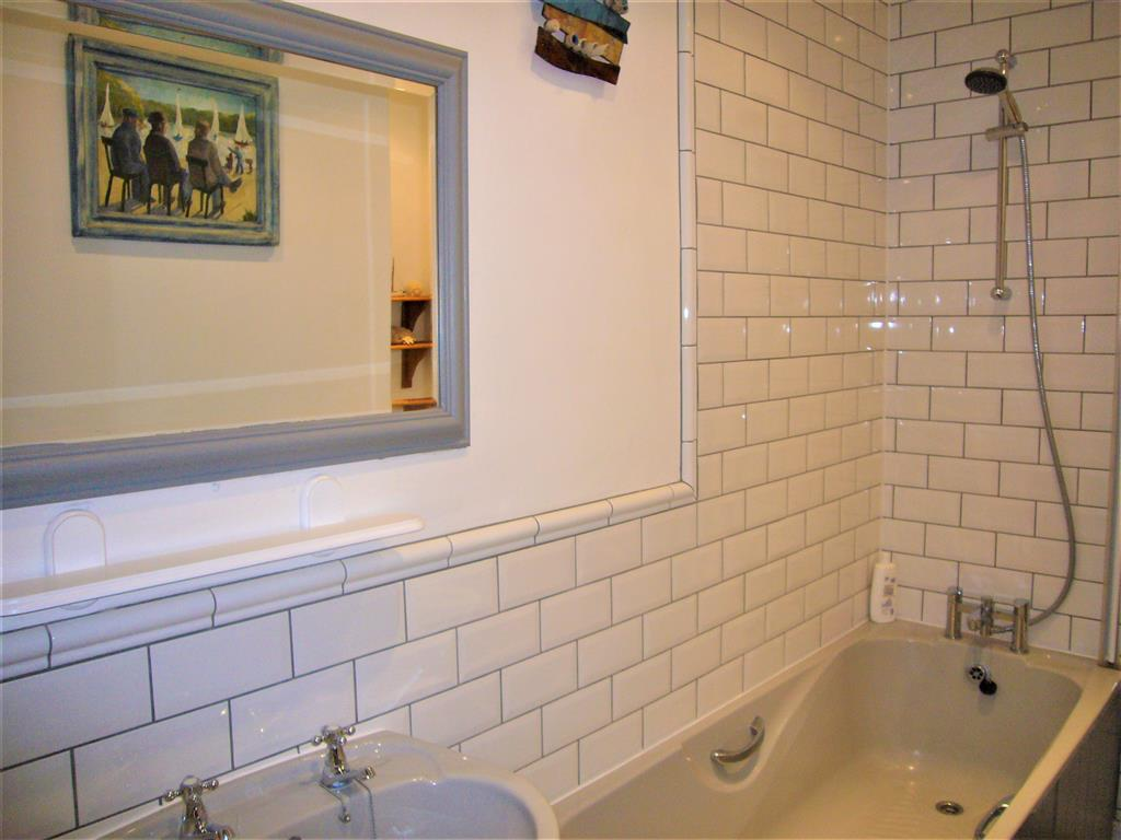 09) 9 Bowling Green Terrace -  Bathroom