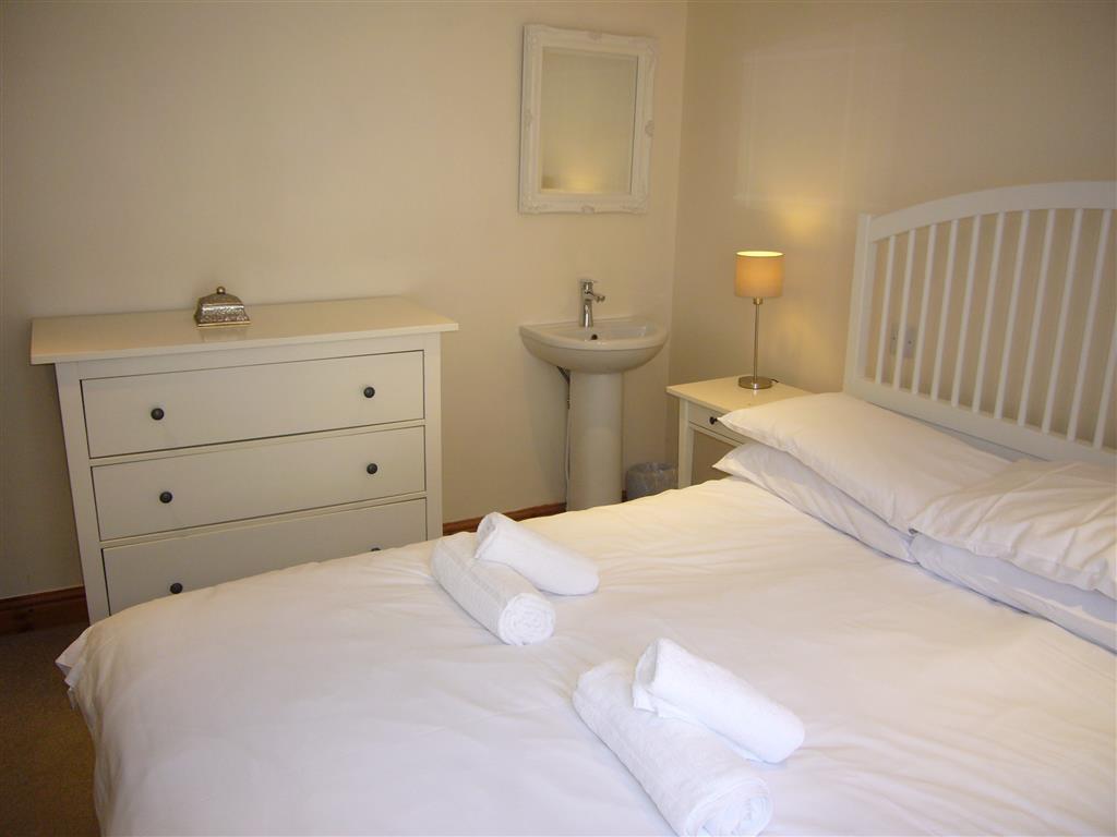 11) Hollies Cottage -  Bedroom 2