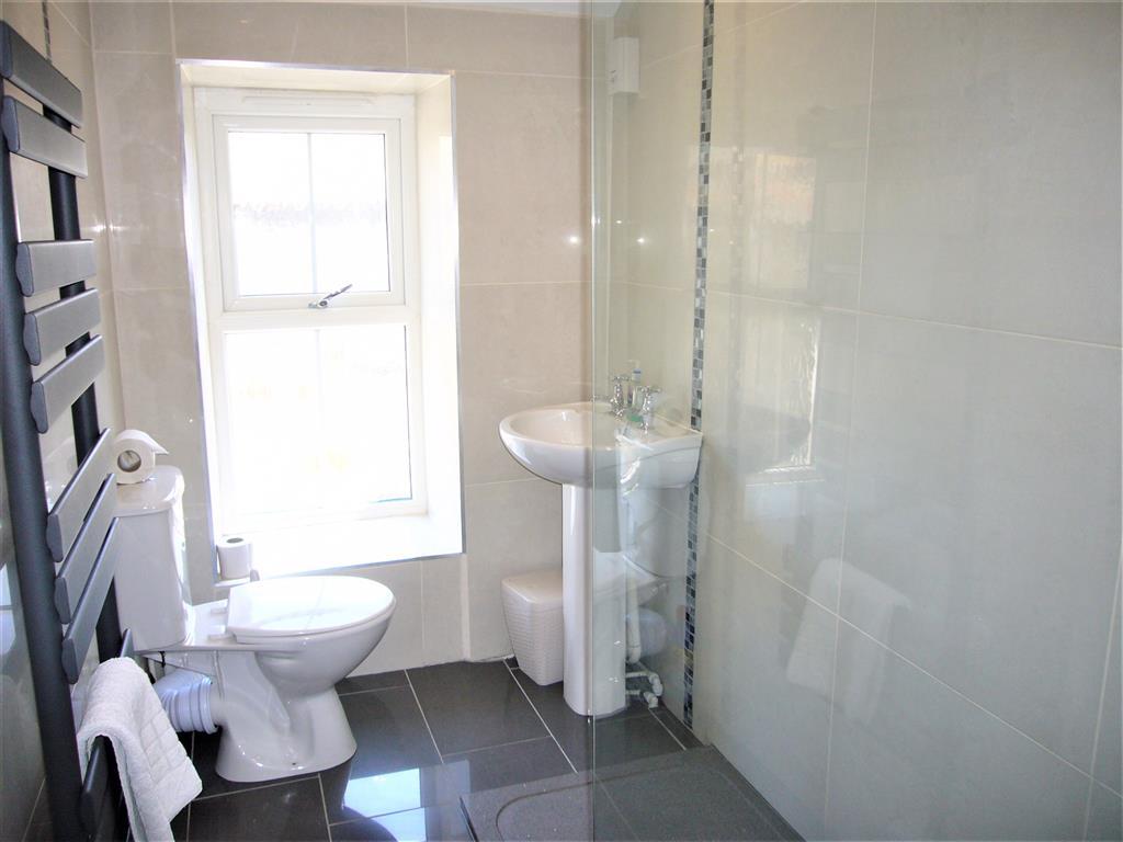 11) Hollies Cottage -  Shower room
