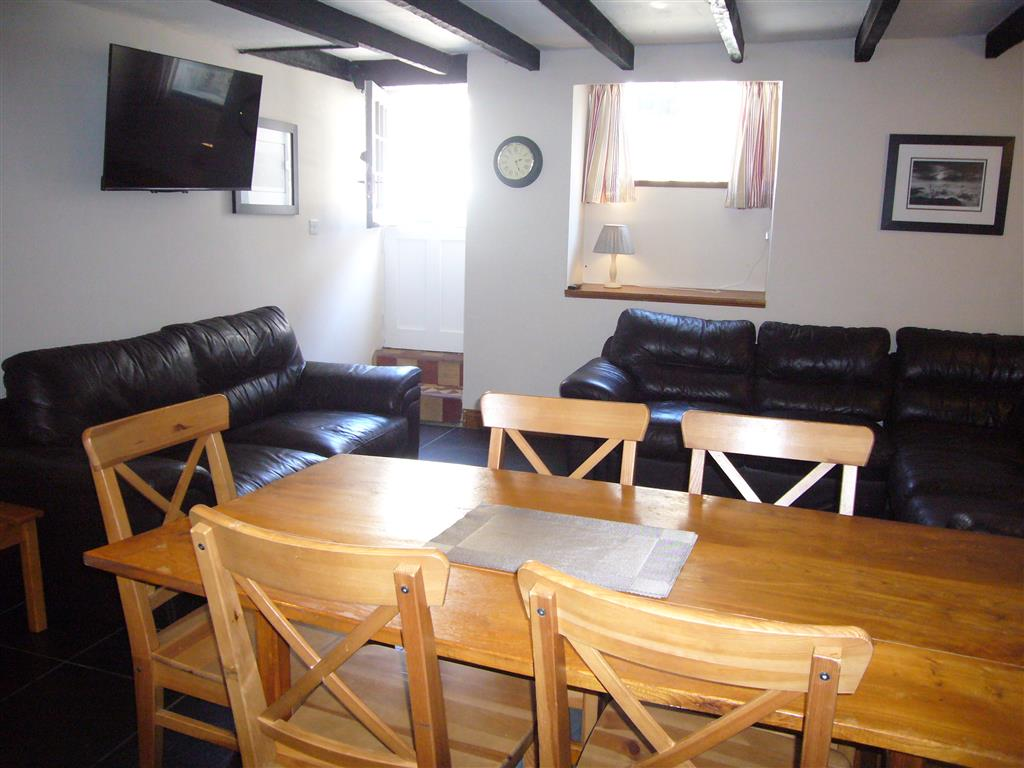 11) Hollies Cottage -  Open plan living room
