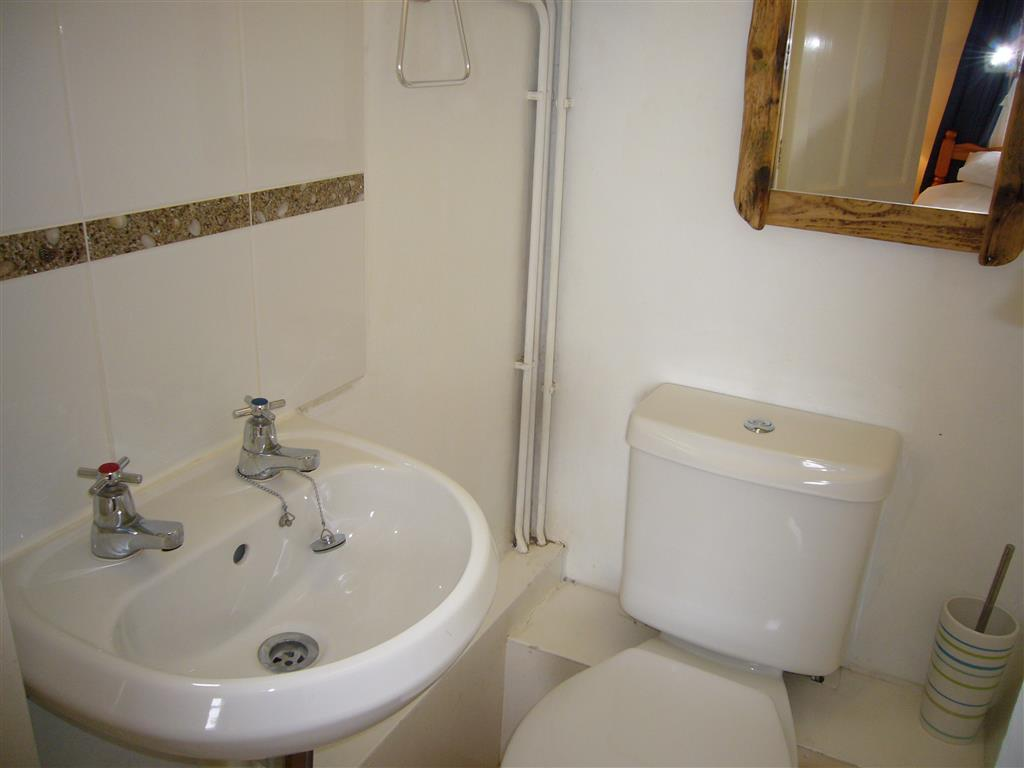 18) Windjammer -  Ensuite WC