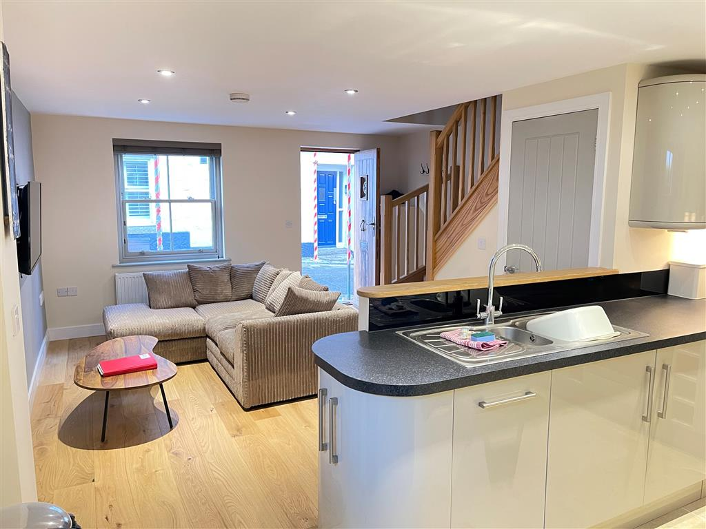 27) Harrys Hideout -  Bedroom 2