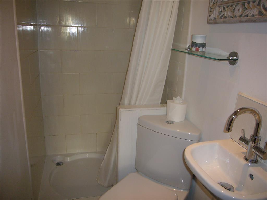 29) 2 Carnglaze Place -  Ensuite shower room