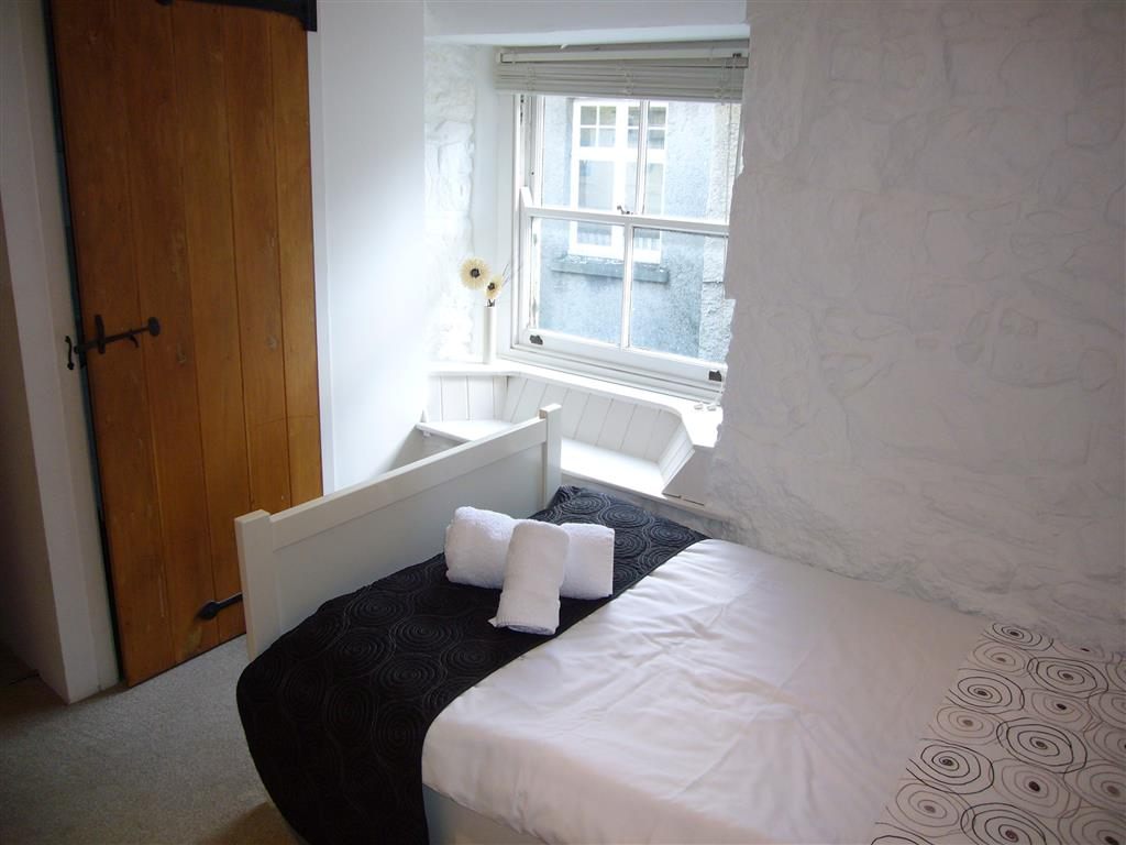 29) 2 Carnglaze Place -  Bedroom 2
