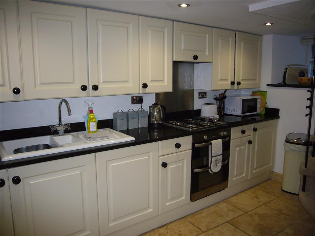 29) 2 Carnglaze Place -  Kitchen