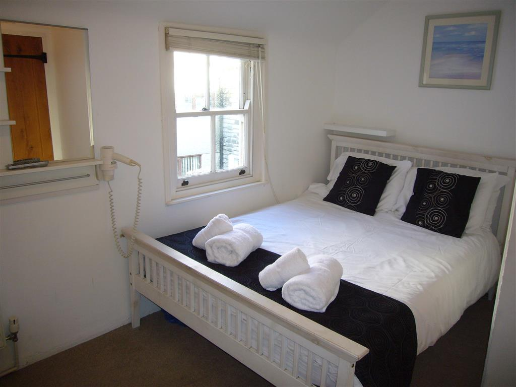 29) 2 Carnglaze Place -  Bedroom 1