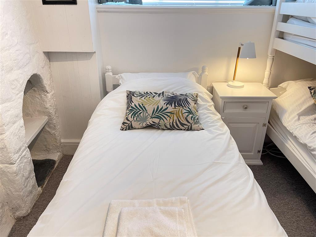 33) Norway House Studio -  Bedroom 2