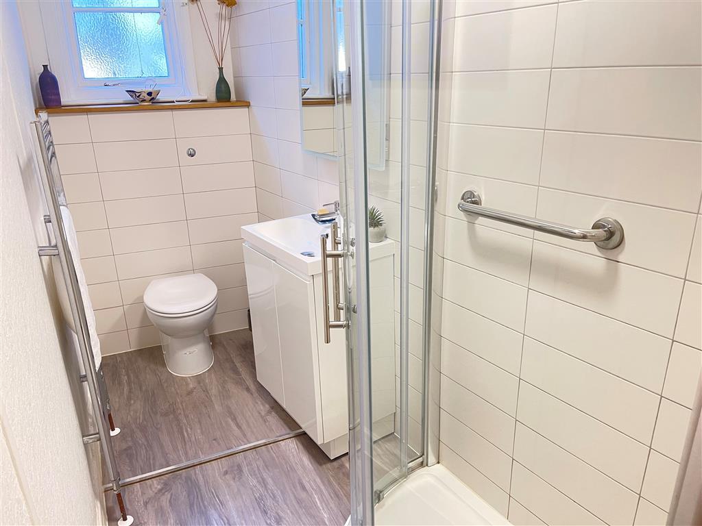 37) 1 Sunnyside  -  Bedroom 1