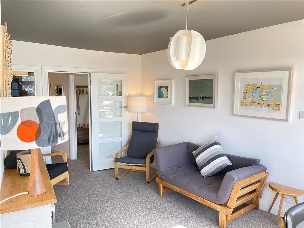 37) 1 Sunnyside  -  Shower room