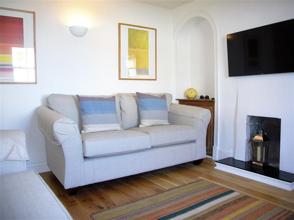 22) 2 Meadow Villas -  Sitting room