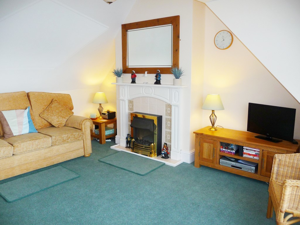 41) Upper Seaview -  Sitting room