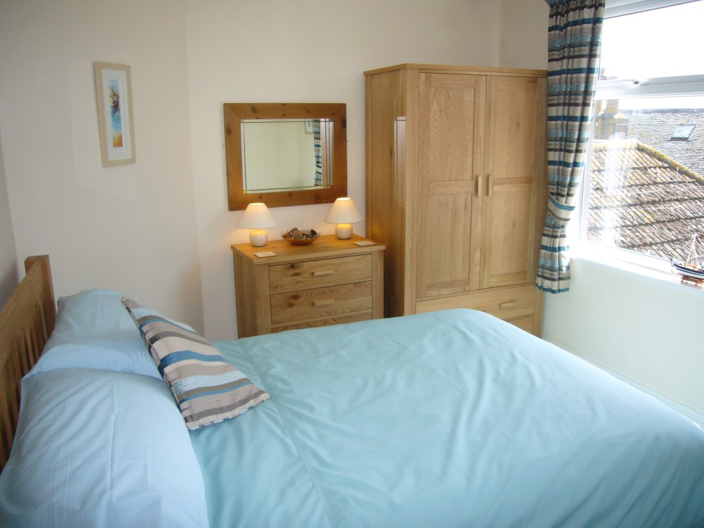 41) Upper Seaview -  Bedroom