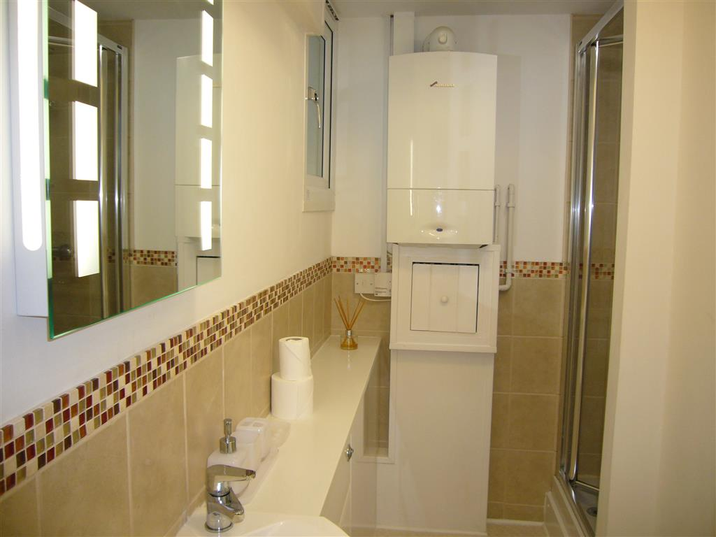 42) Lower Seaview -  Shower room