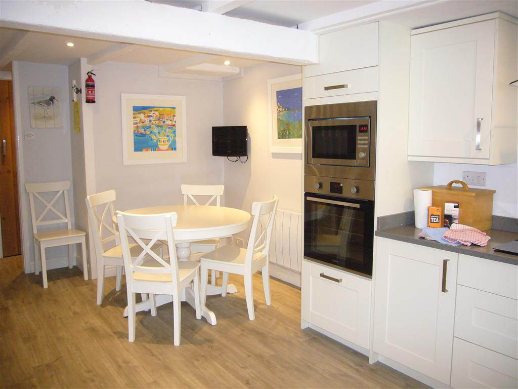20) Howards Way -  Kitchen