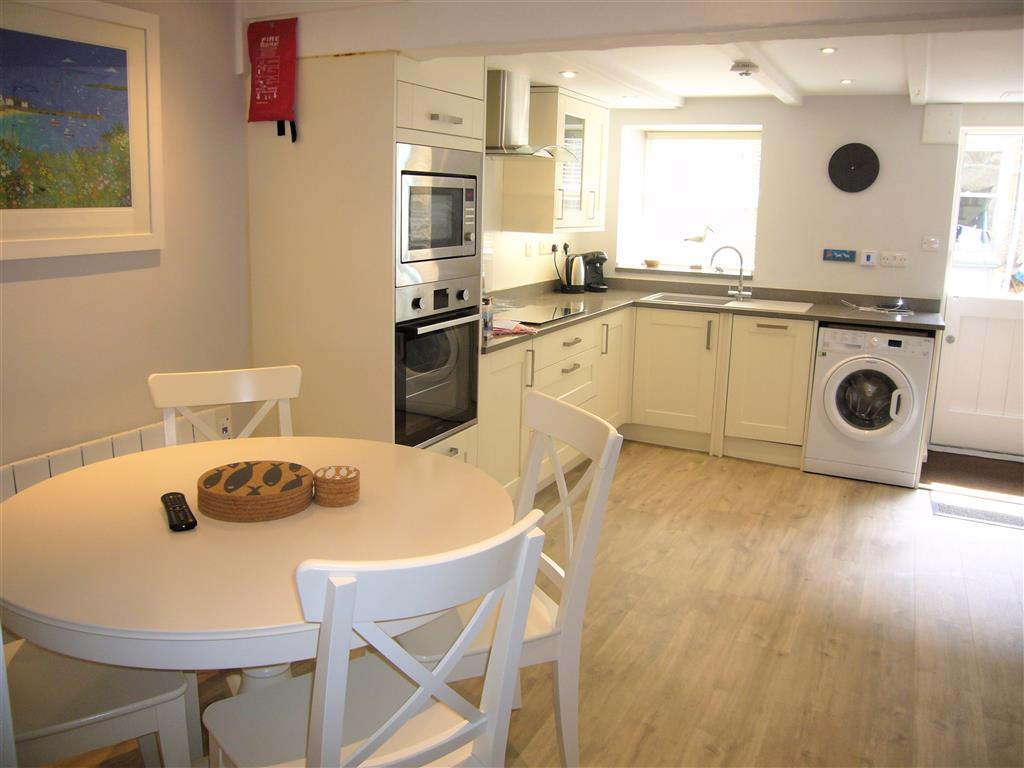 20) Howards Way -  Kitchen dining room