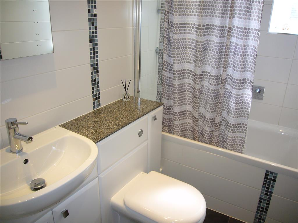 20) Howards Way -  Bathroom