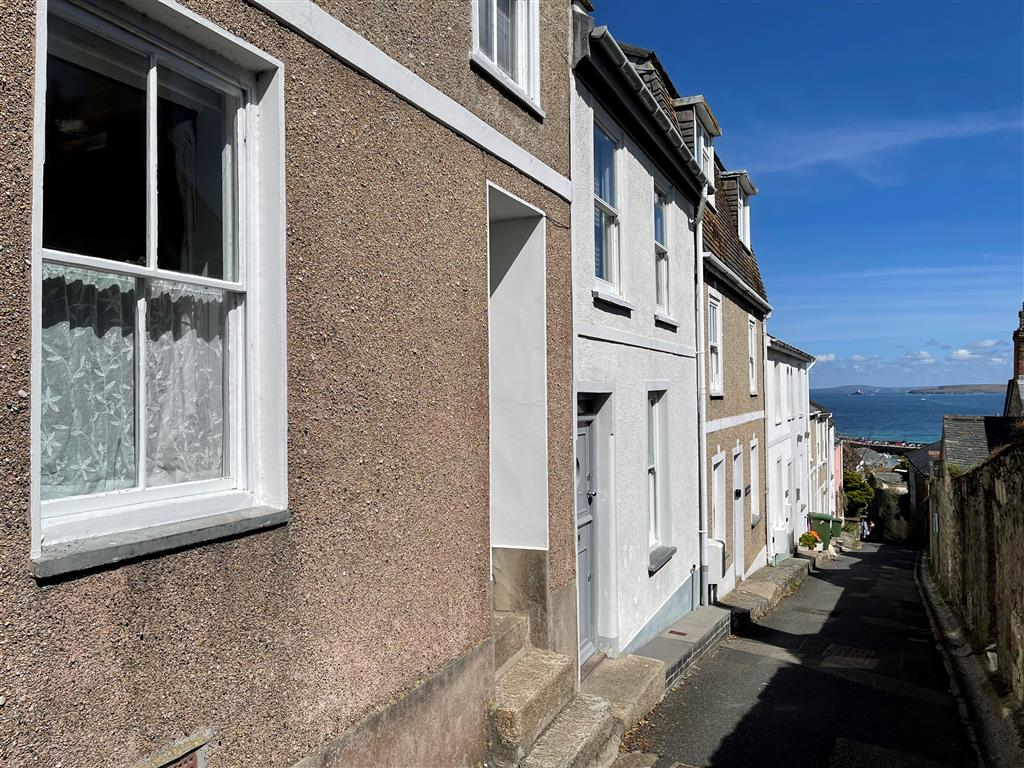 48) 9 Mount Pleasant -  Pots in alcove
