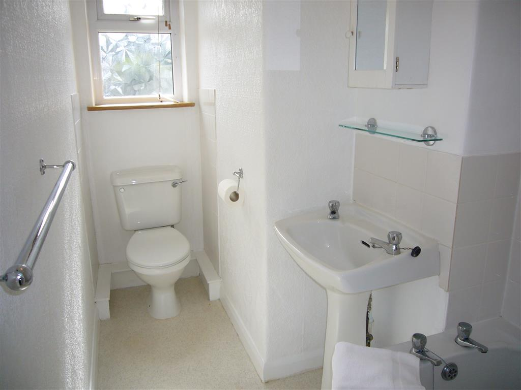 50) 6 Malakoff -  Bathroom