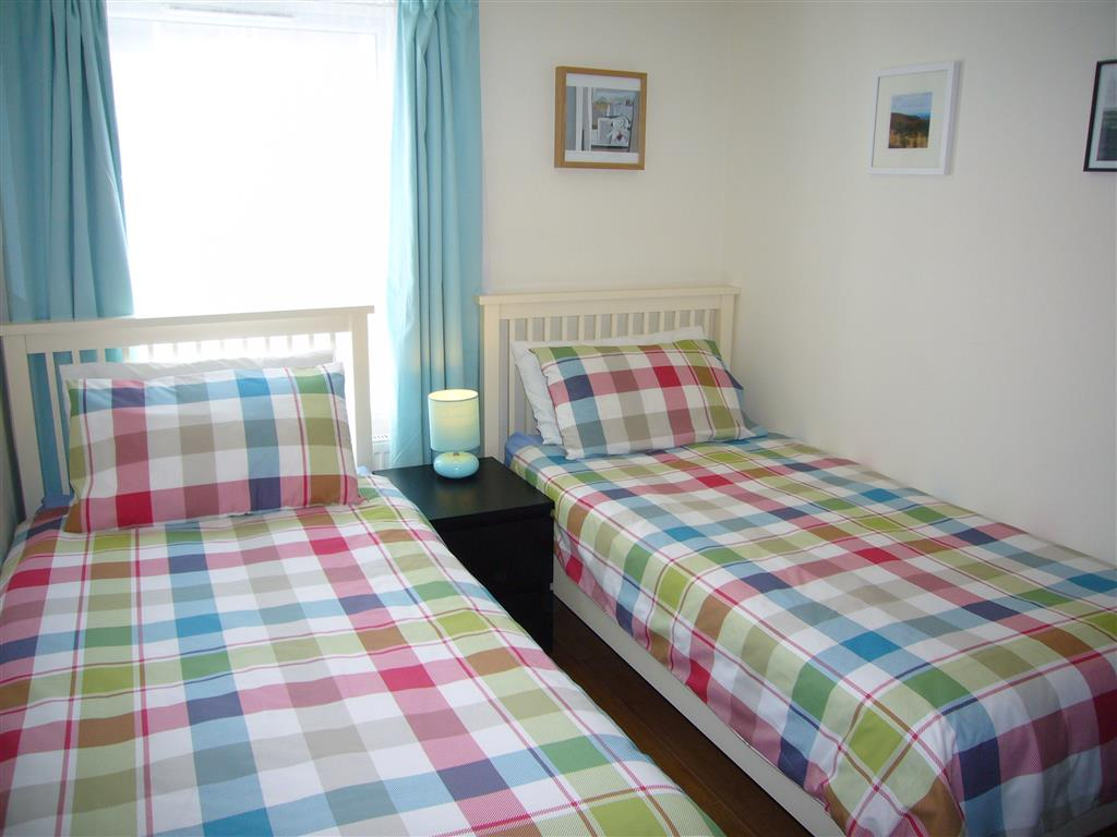 17) Harbour View -  Twin bedroom