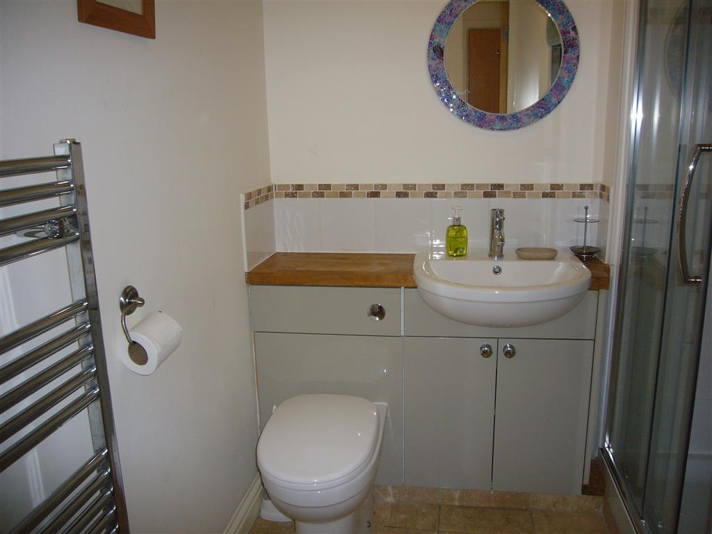 17) Harbour View -  Shower room