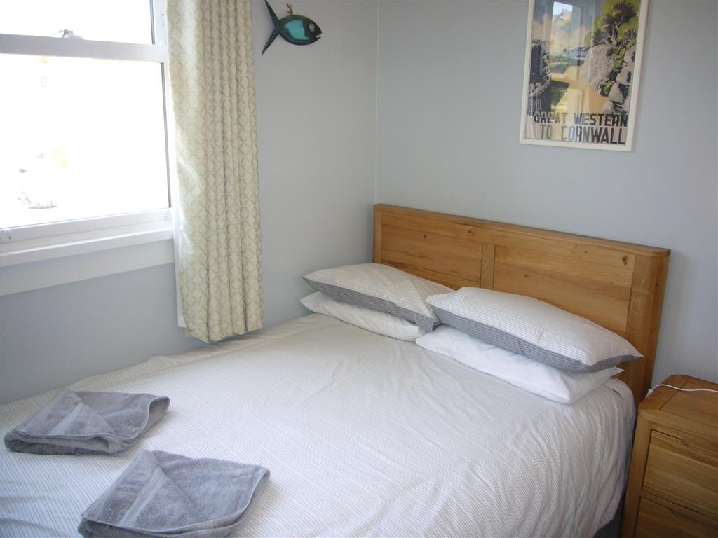 21) 8 Rosewall Cottages -  Bedroom 3