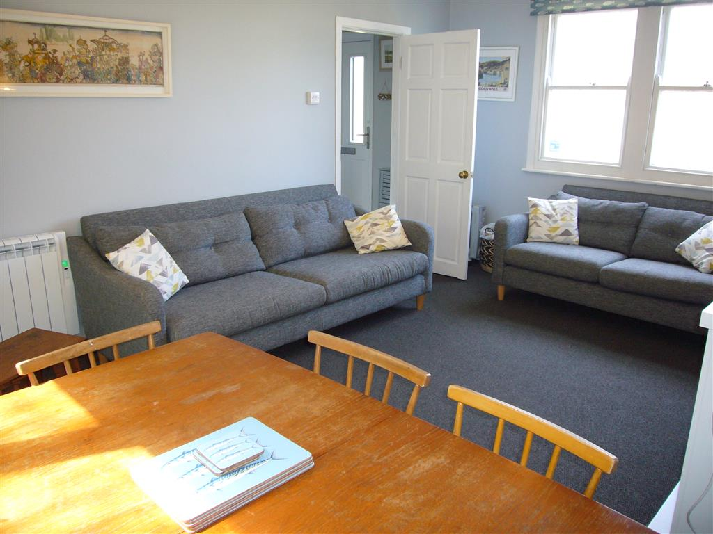 21) 8 Rosewall Cottages -  Sitting room