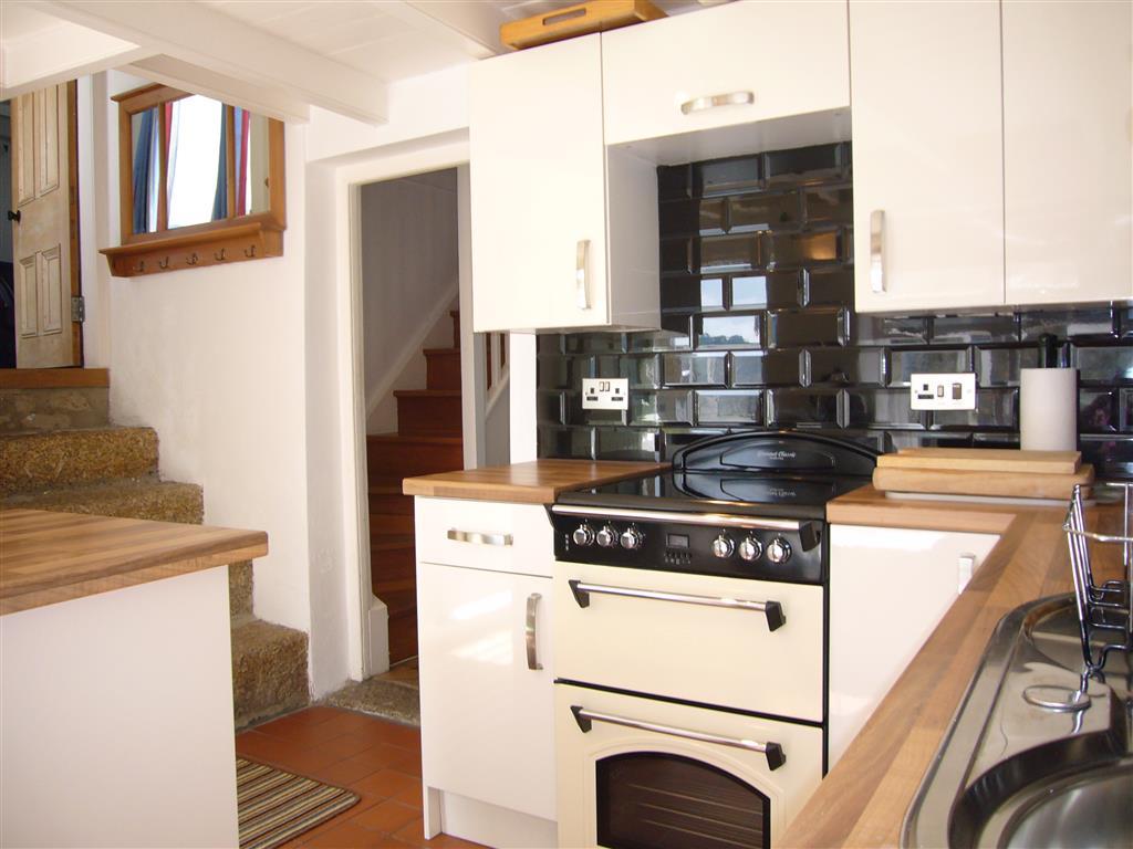 08) Labour In Vain -  Kitchen
