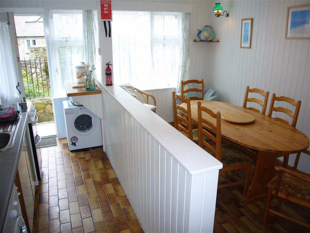 30) Landfall -  Kitchen dining room