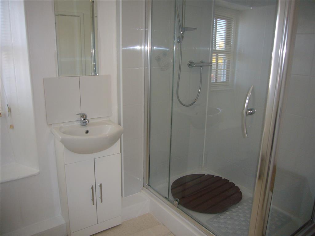 02) Alans Cottage -  Shower room