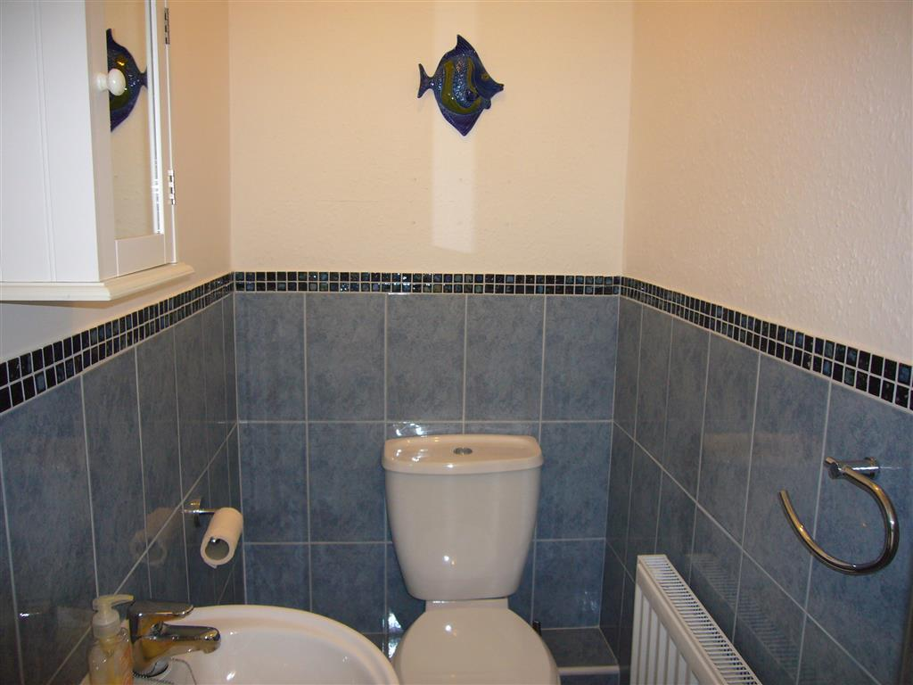 40) Jellyfish Cottage -  Separate WC
