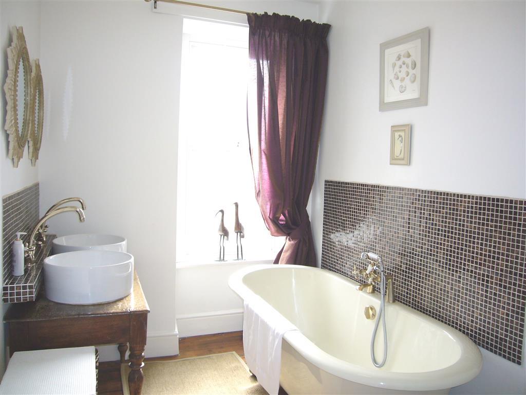 15) Lily House -  Bathroom