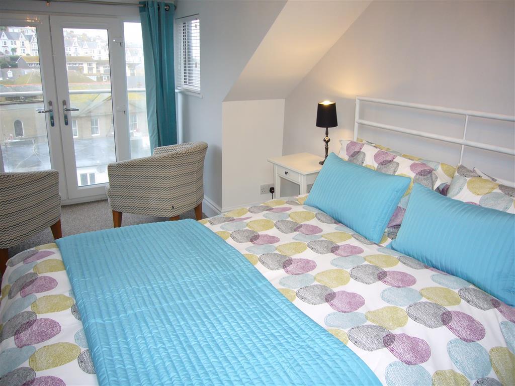60) 24 Trenwith Place -  Second floor bedroom