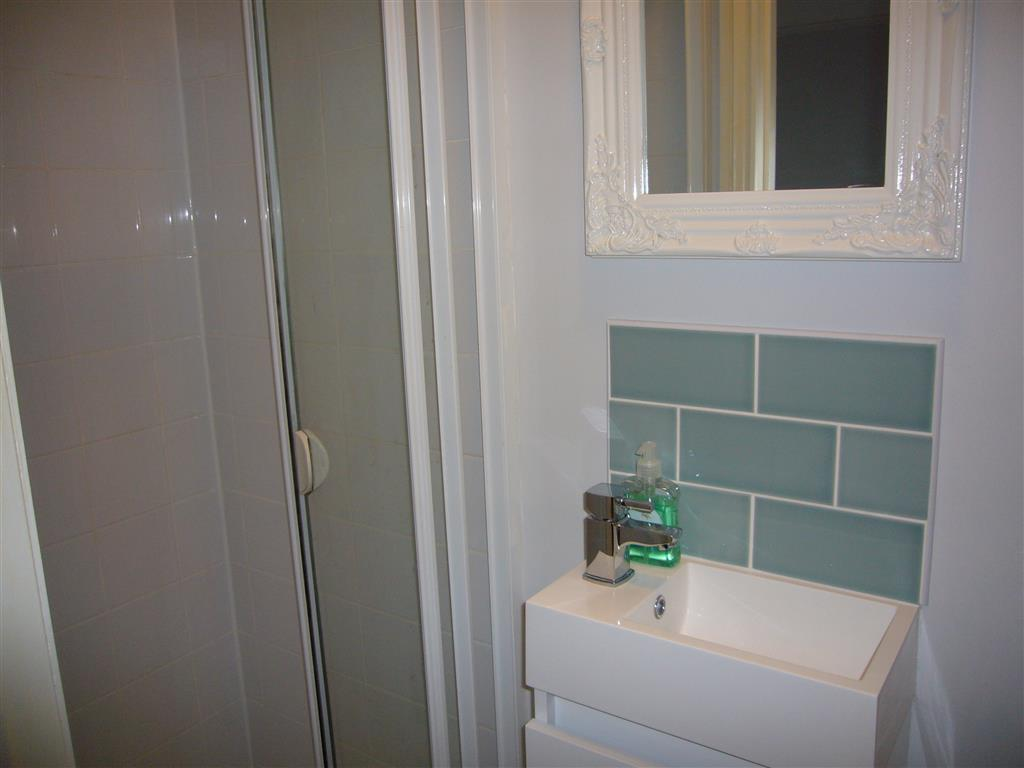 07) 24 Trenwith Place -  Ensuite to bedroom 2