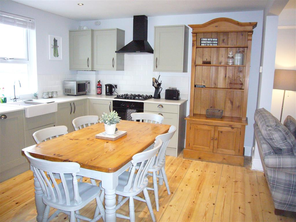 60) 24 Trenwith Place -  Open plan kitchen, dining, sitting room.
