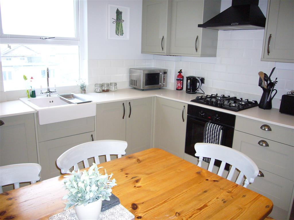 60) 24 Trenwith Place -  Kitchen