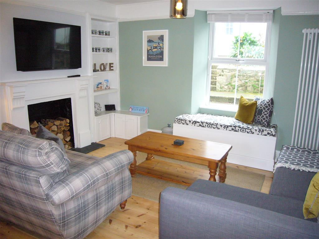 60) 24 Trenwith Place -  Sitting area