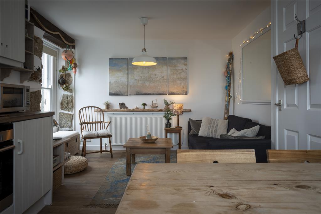 49) 3 Victoria House -  Sitting room