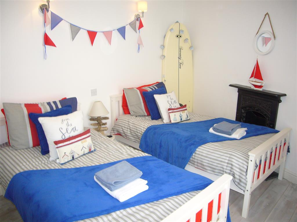 31) Sandy Cove Cottage -  Twin bedroom