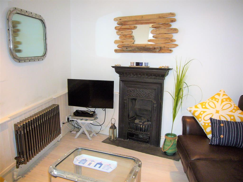 31) Sandy Cove Cottage -  Sitting room