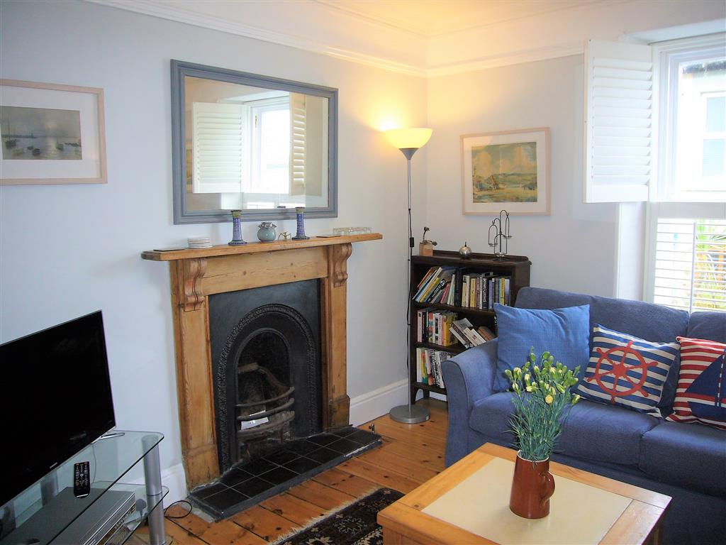 06) 37 Trenwith Place -  Sitting room