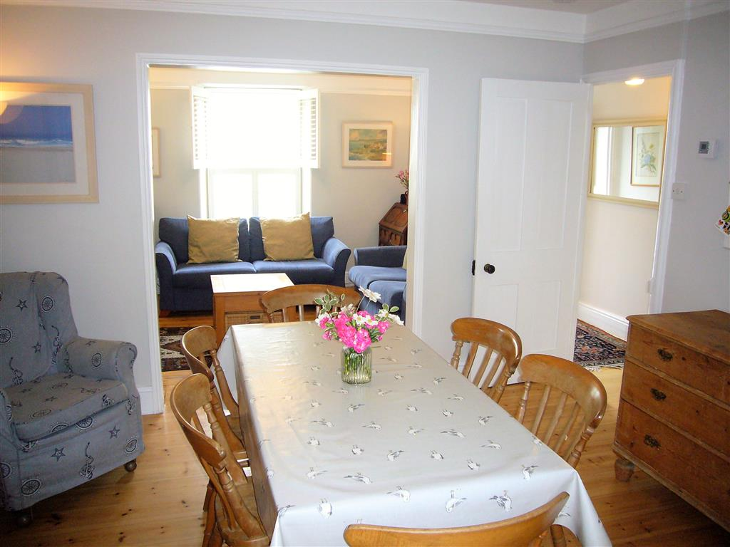 06) 37 Trenwith Place -  Dining area