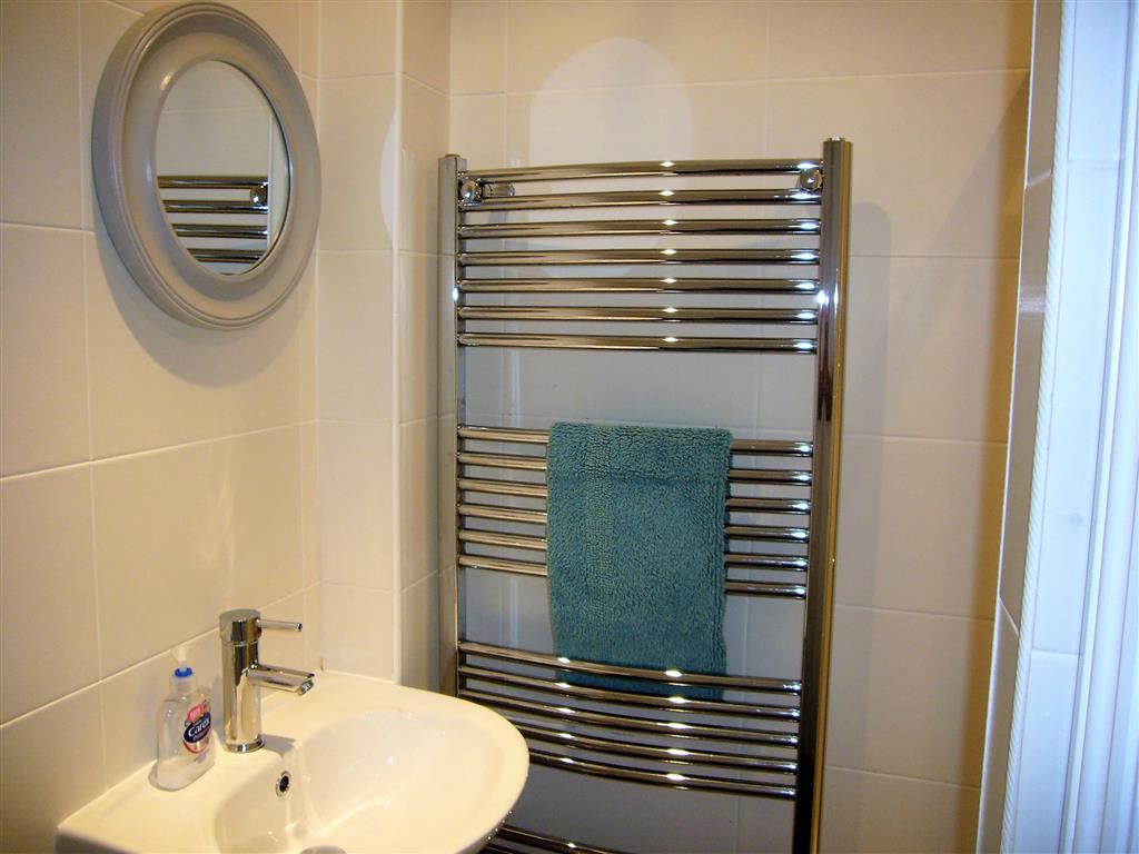06) 37 Trenwith Place -  Shower room
