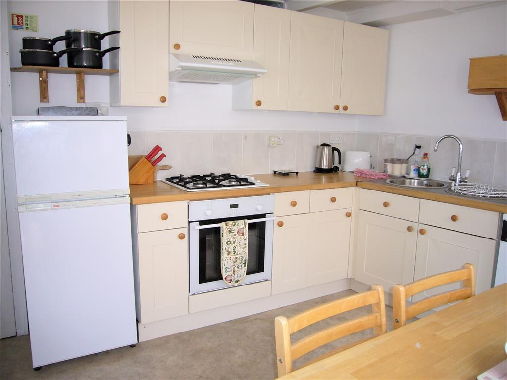 05) 5 Harrys Court -  Kitchen