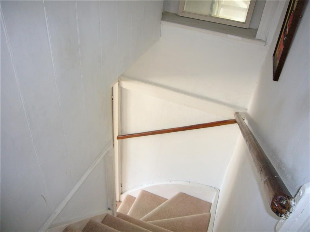 62) 5 Harrys Court -  Staircase