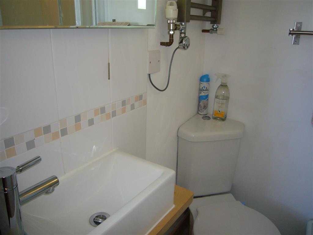 15) Surfs Up -  En-suite to Bedroom 2